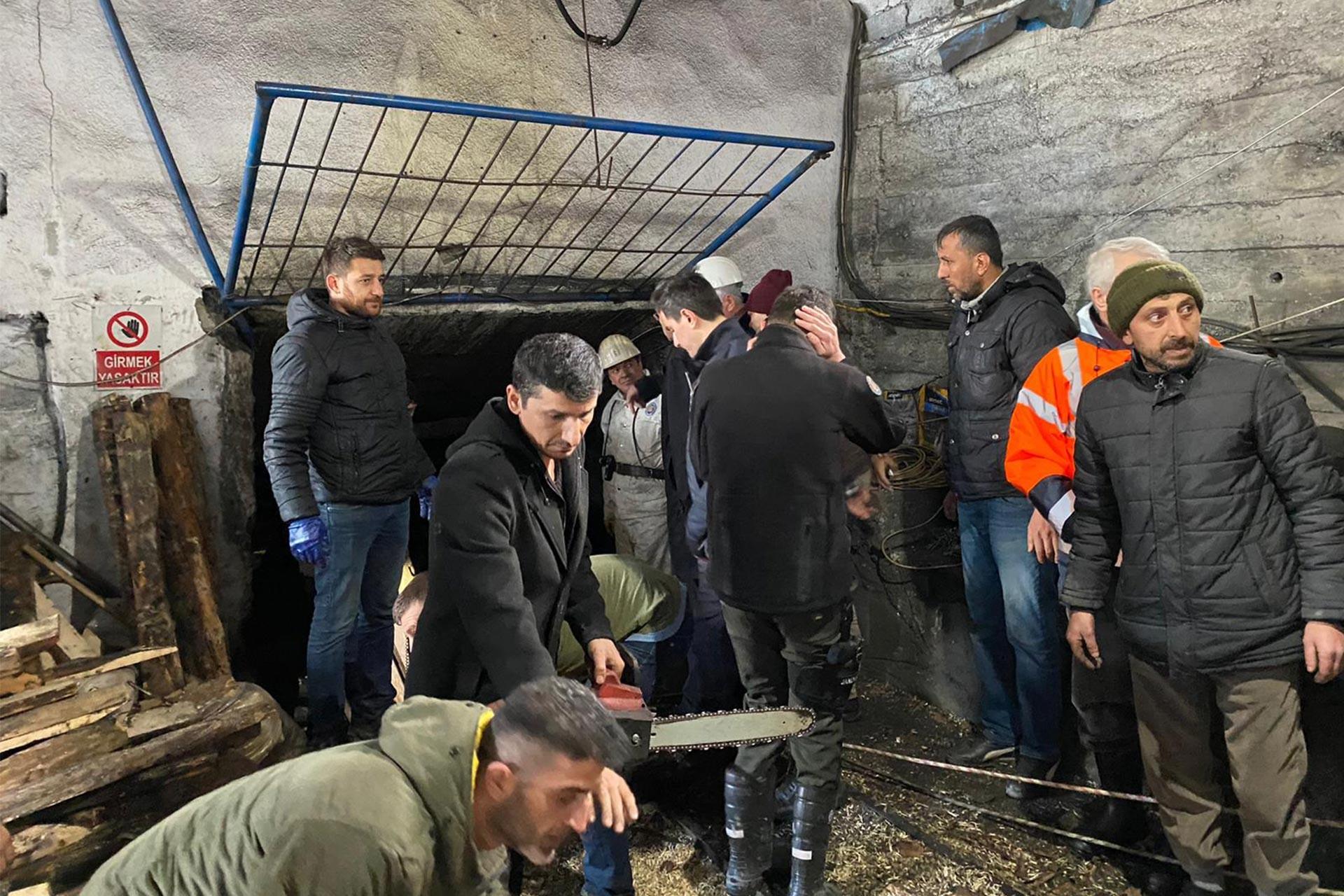 Zonguldak'ın Kilimli ilçesinde kaçak maden ocağında göçük çalışması