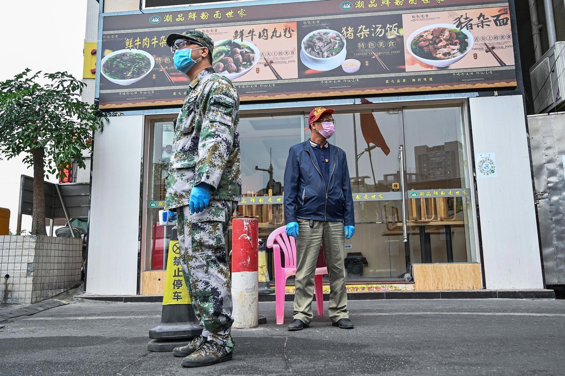 Çin'in Guangzhou kentinde güvenlik ve sağlık önlemleri artırıldı.