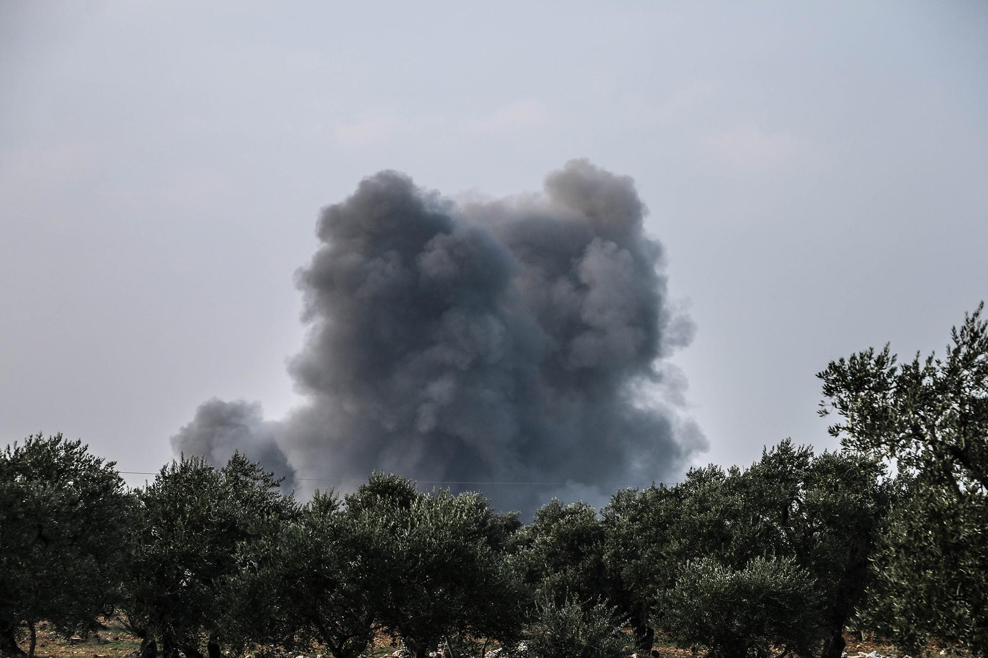 Saldırı bölgesinden dumanlar yükseldi
