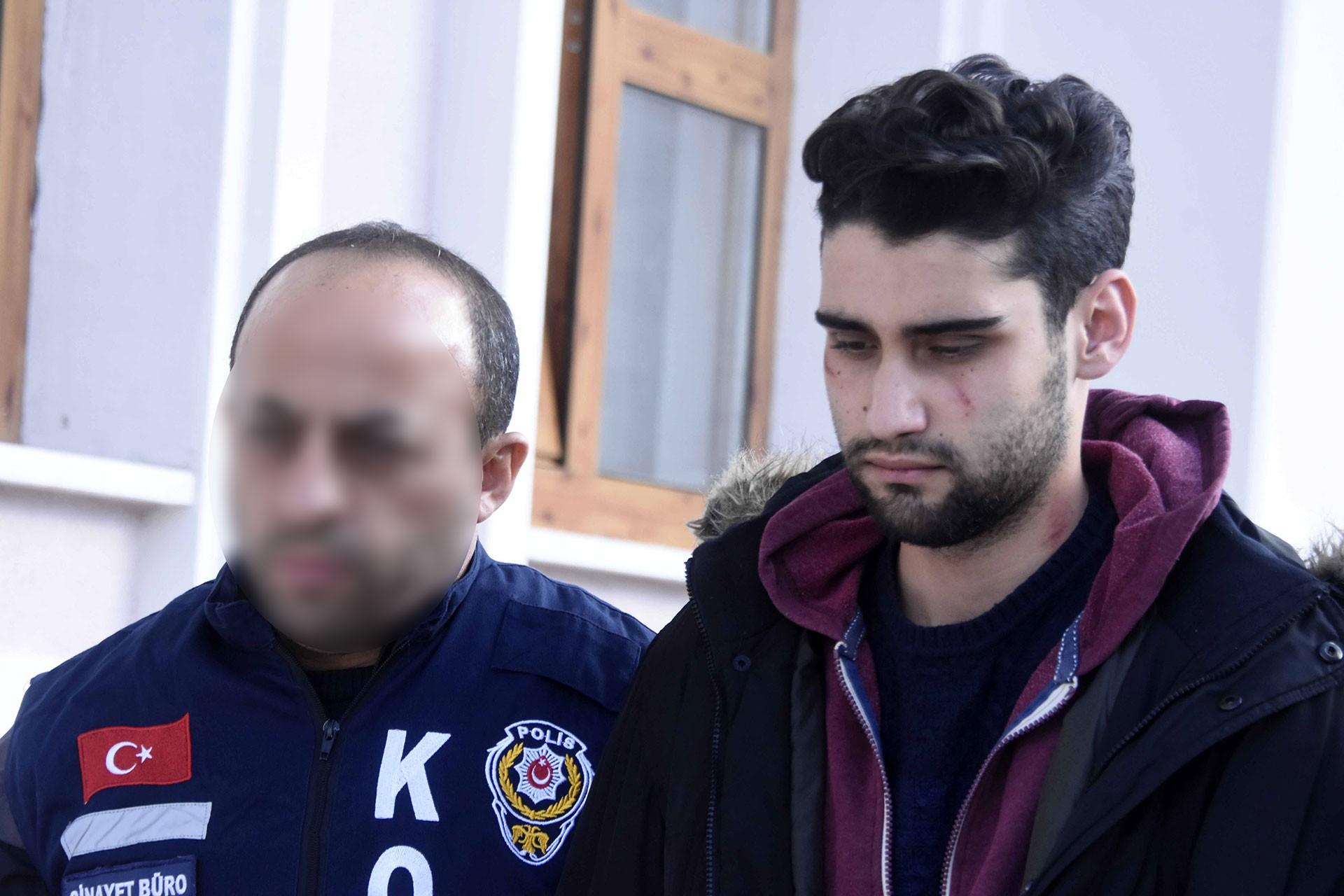 Kadir Şeker, polis eşliğinde götürülürken.