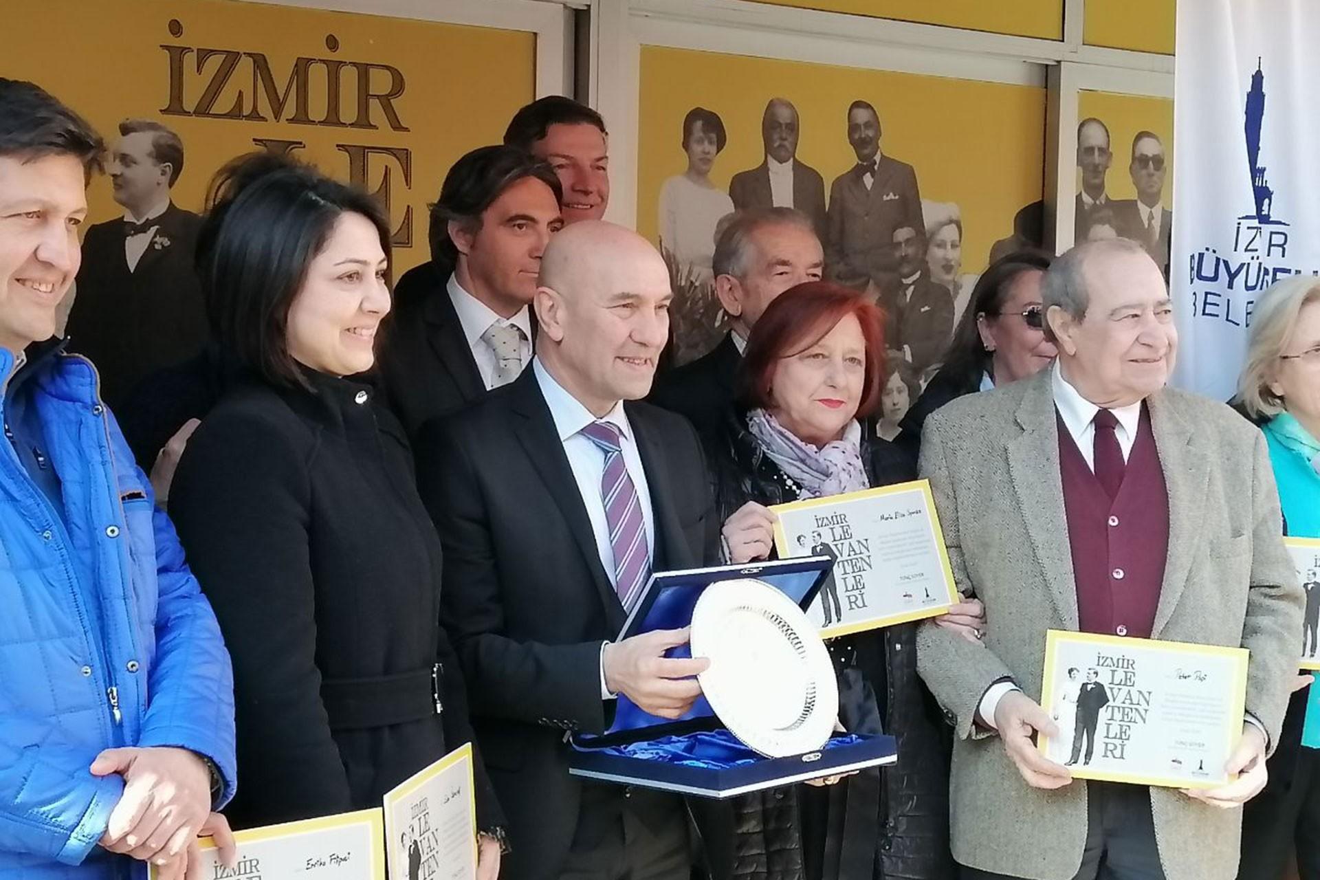 Ahmet Piriştina Kent Arşivi ve Müzesinde 'İzmir Levantenleri' başlıklı sergi açılışında konuşmalar yapılırken