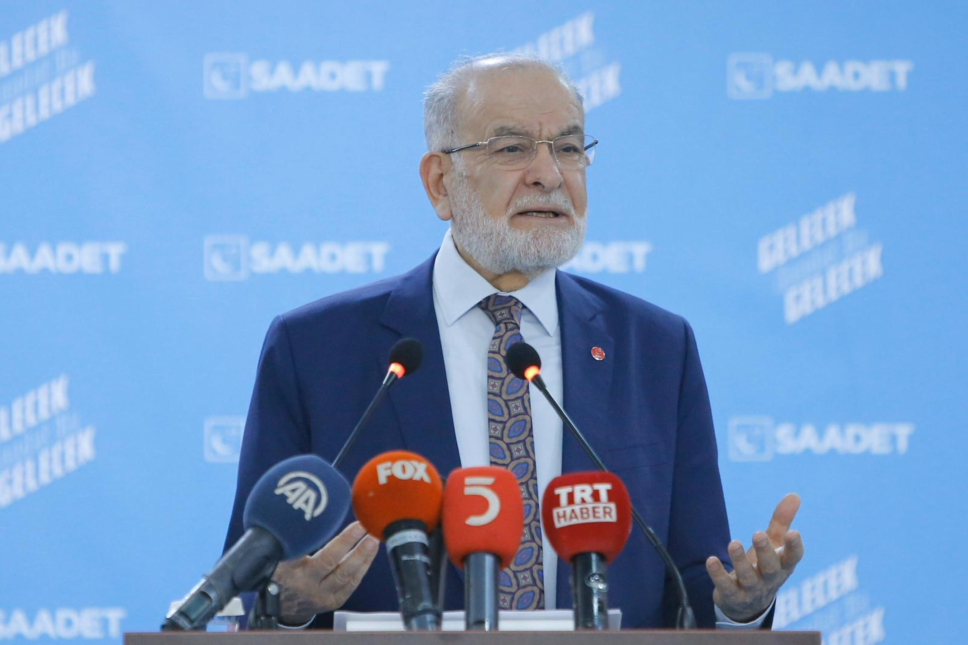 Temel Karamollaoğlu basın toplantısı düzenliyor