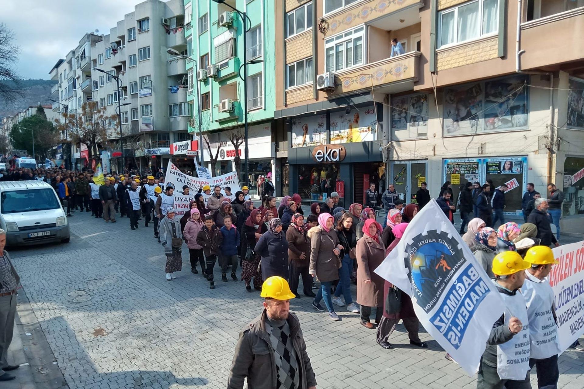 Bağımsız Maden-İş'in çağrısıyla bir araya gelen Somalı madenciler tazminat hakları için yürüyüş düzenledi.