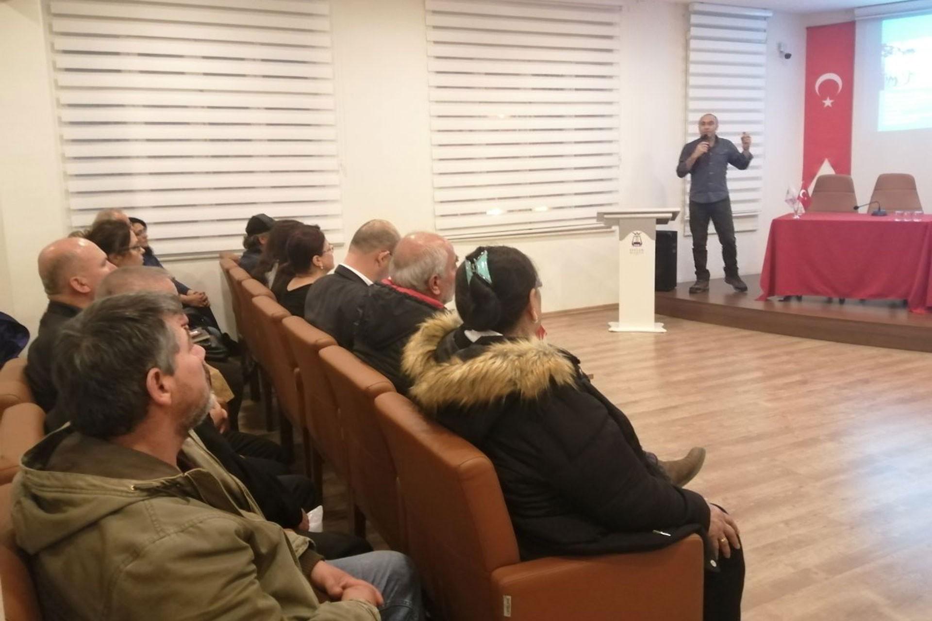 Aydın'da Evrensel Gazetesi ile dayanışma etkinliği için söyleşi yapıldı