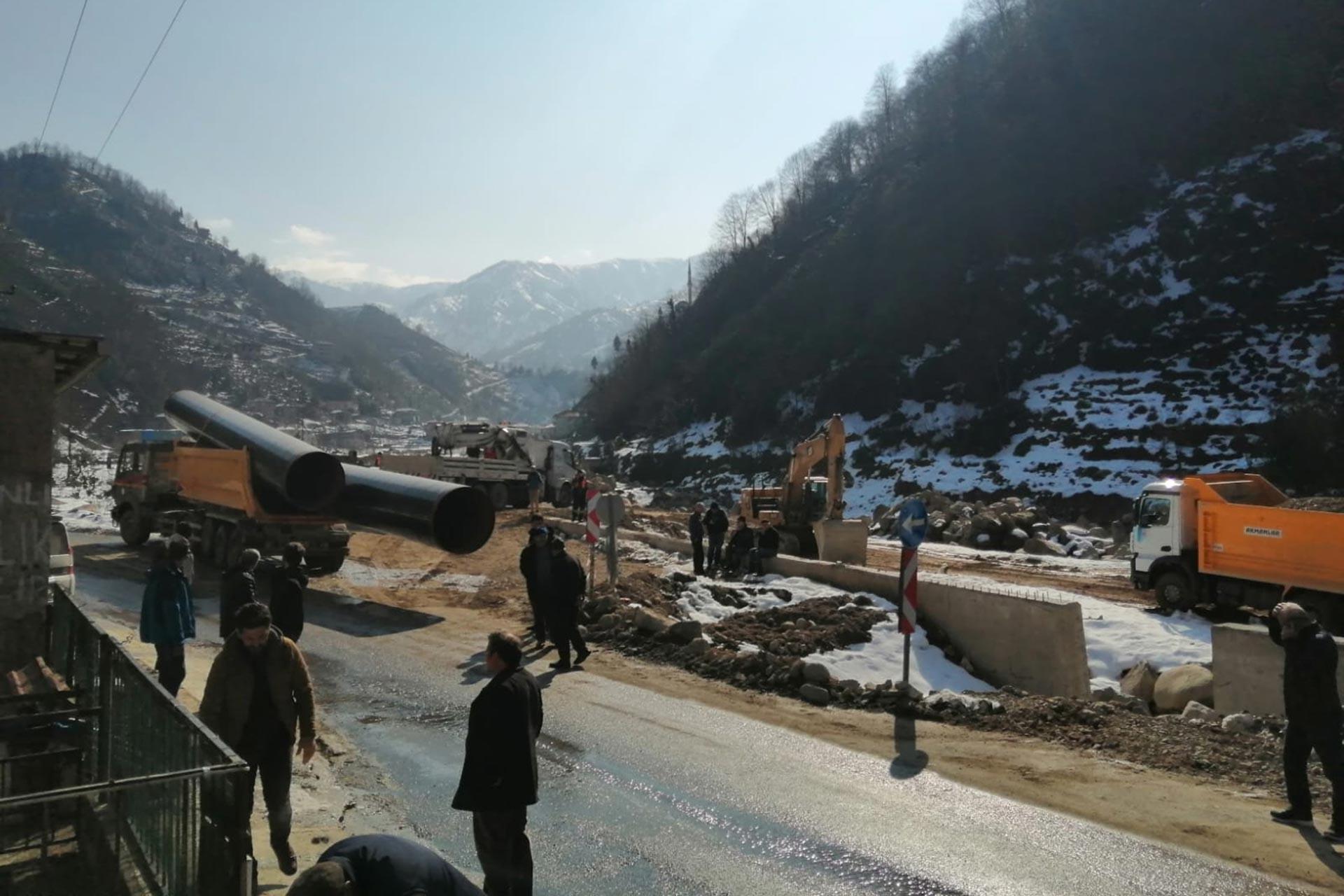 Rize Güneysu Gürgen köyünde Baro Enerji adlı şirketin hukuksuz şekilde yapmaya çalıştığı HES projesine köylüler karşı çıkıyor.