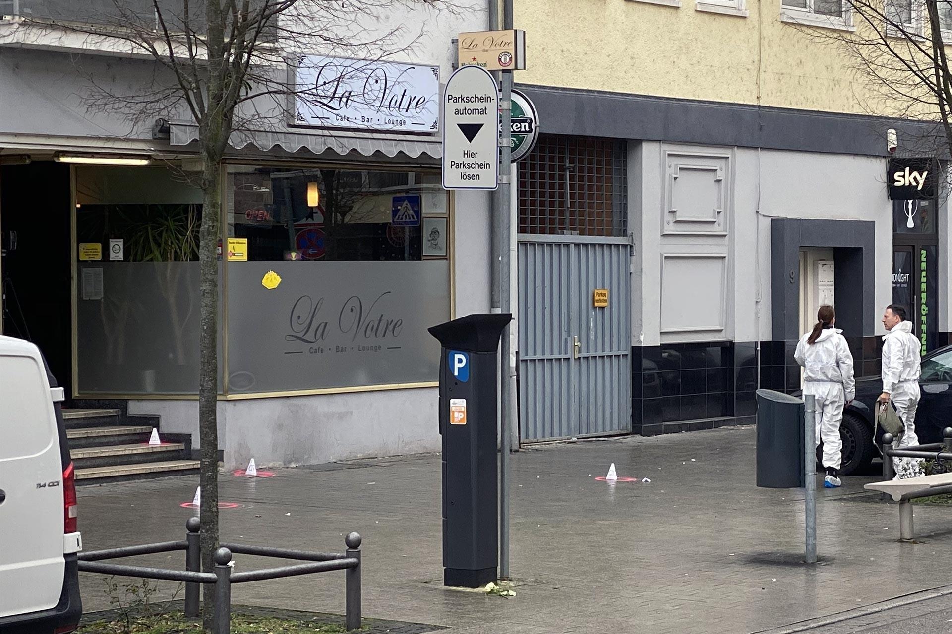 Hanau'da silahlı saldırıya uğrayan dükkanda inceleme yapılıyor