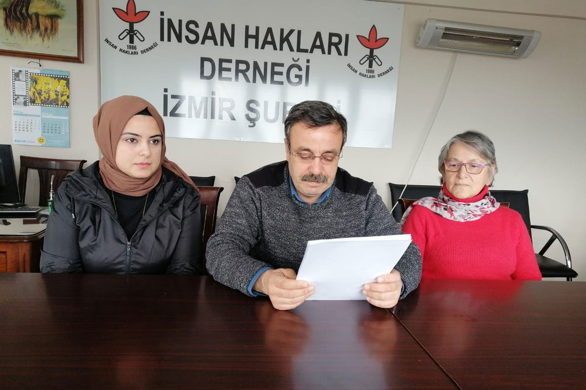 İHD İzmir Şubesi mülteci hak ihlalleri raporunu açıklarken