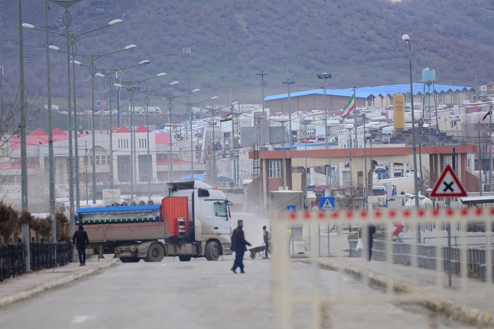 İran Irak sınırında bariyerler.