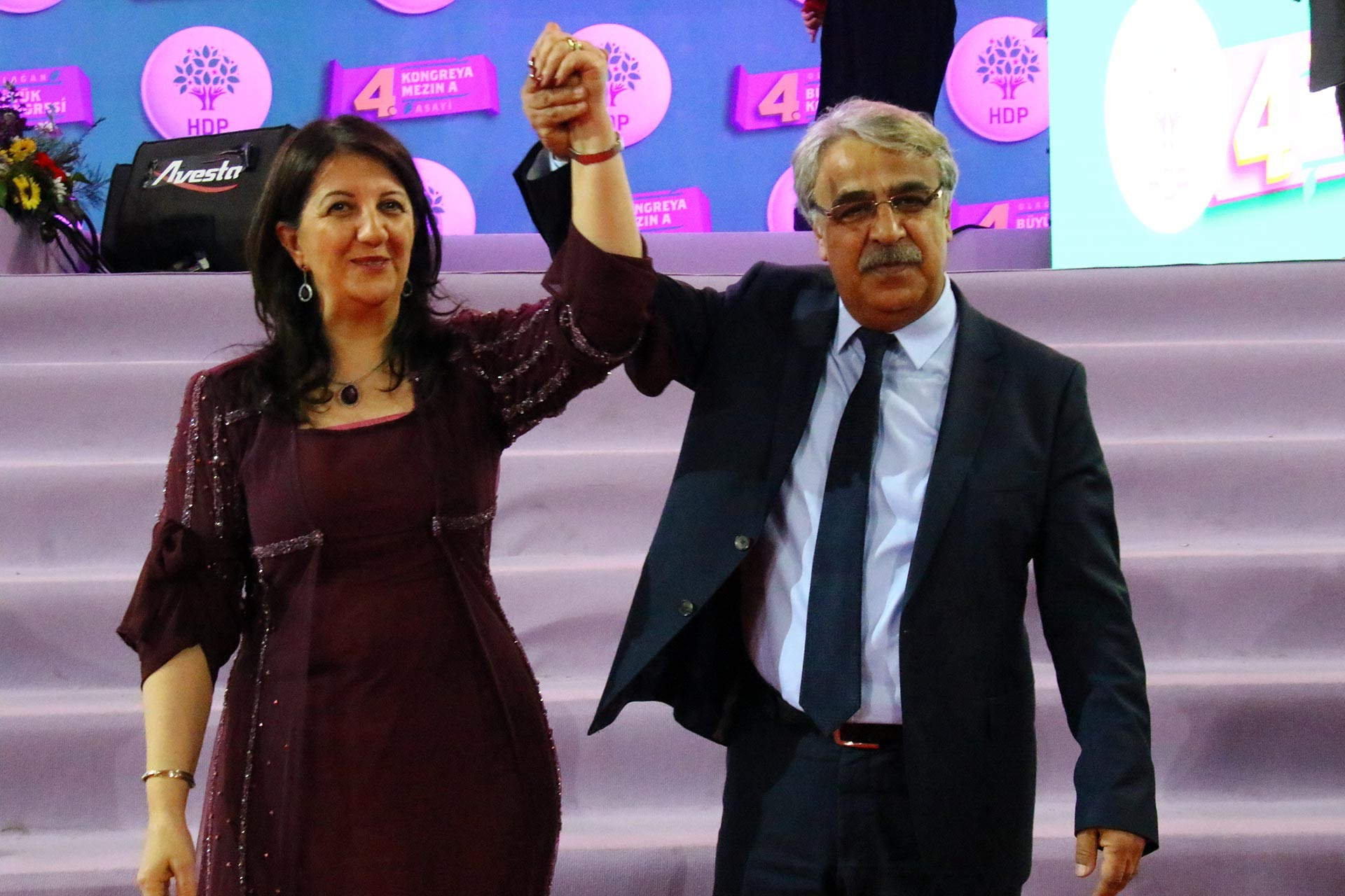 HDP'nin 4. olağan kongresinde Pervin Buldan ve Mithat Sancar eş genel başkanlar olarak seçildi.