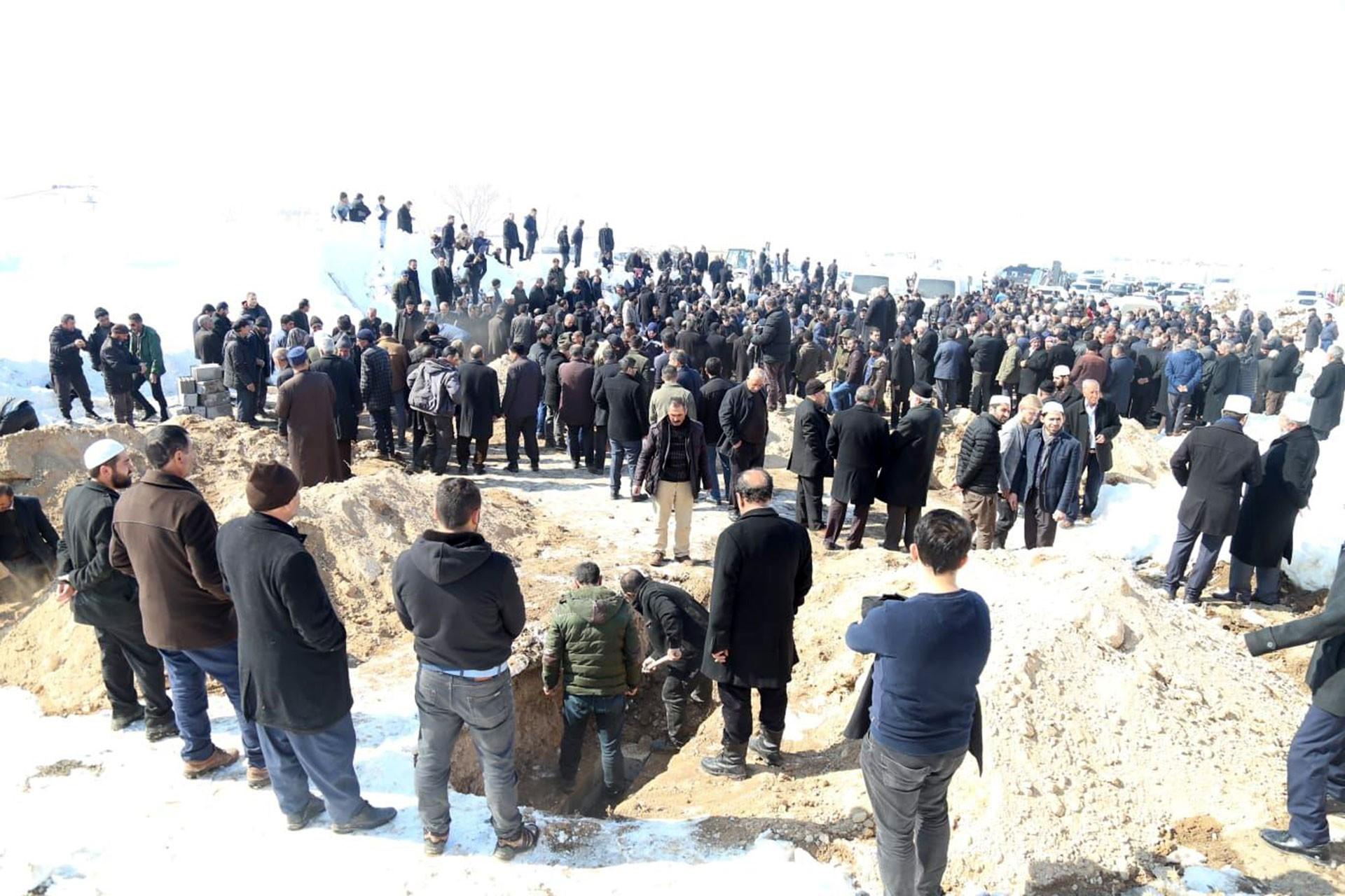 Depremde yaşamını yitirenlerin defnedildiği yer