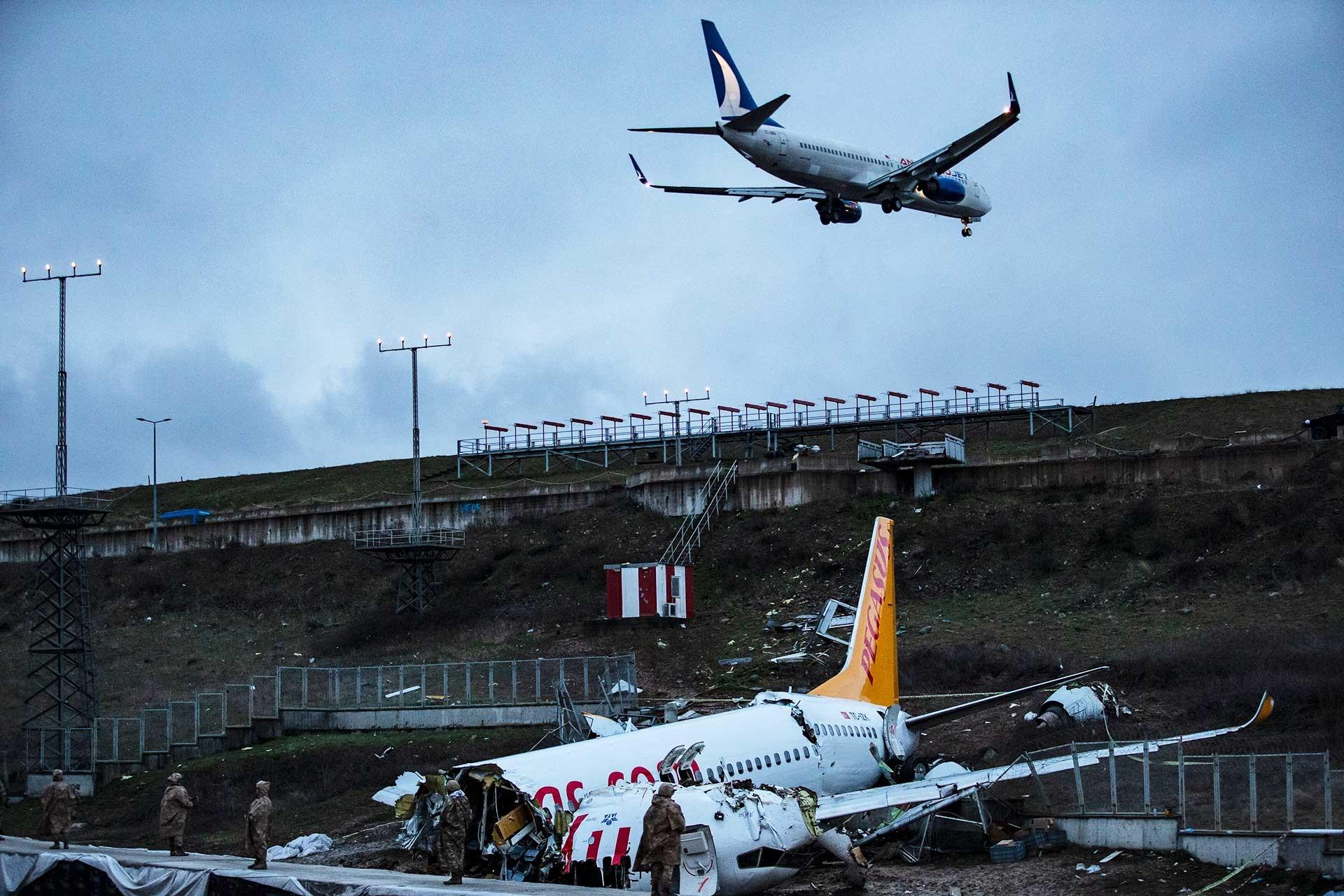 Sabiha Gökçen Havalimanında pistten çıkan uçak