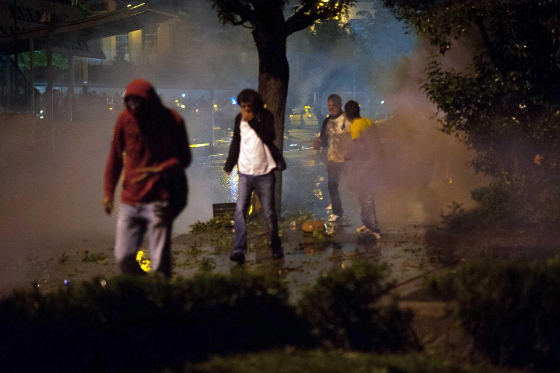 Ankara'daki Gezi eyleminde biber gazından etkilenen vatandaşlar