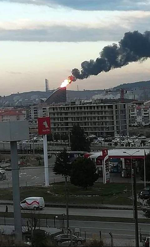 İzmir Aliağa'da bir yandan SOCAR bir yandan Tüpraş havayı kirletiyor.