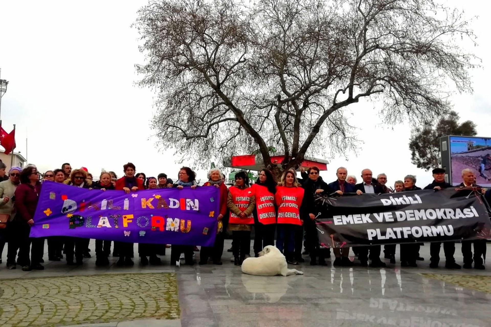 Bergama Belediyesi işçileri için Dikili'de basın açıklaması yapıldı