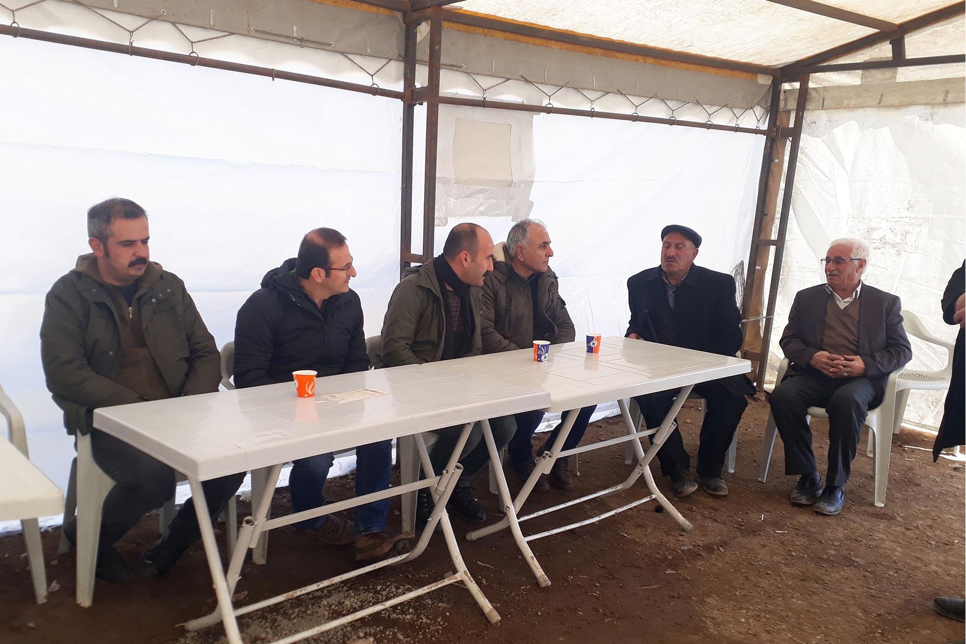 Emek Partisi heyeti Van'da depremzedeleri ziyaret etti