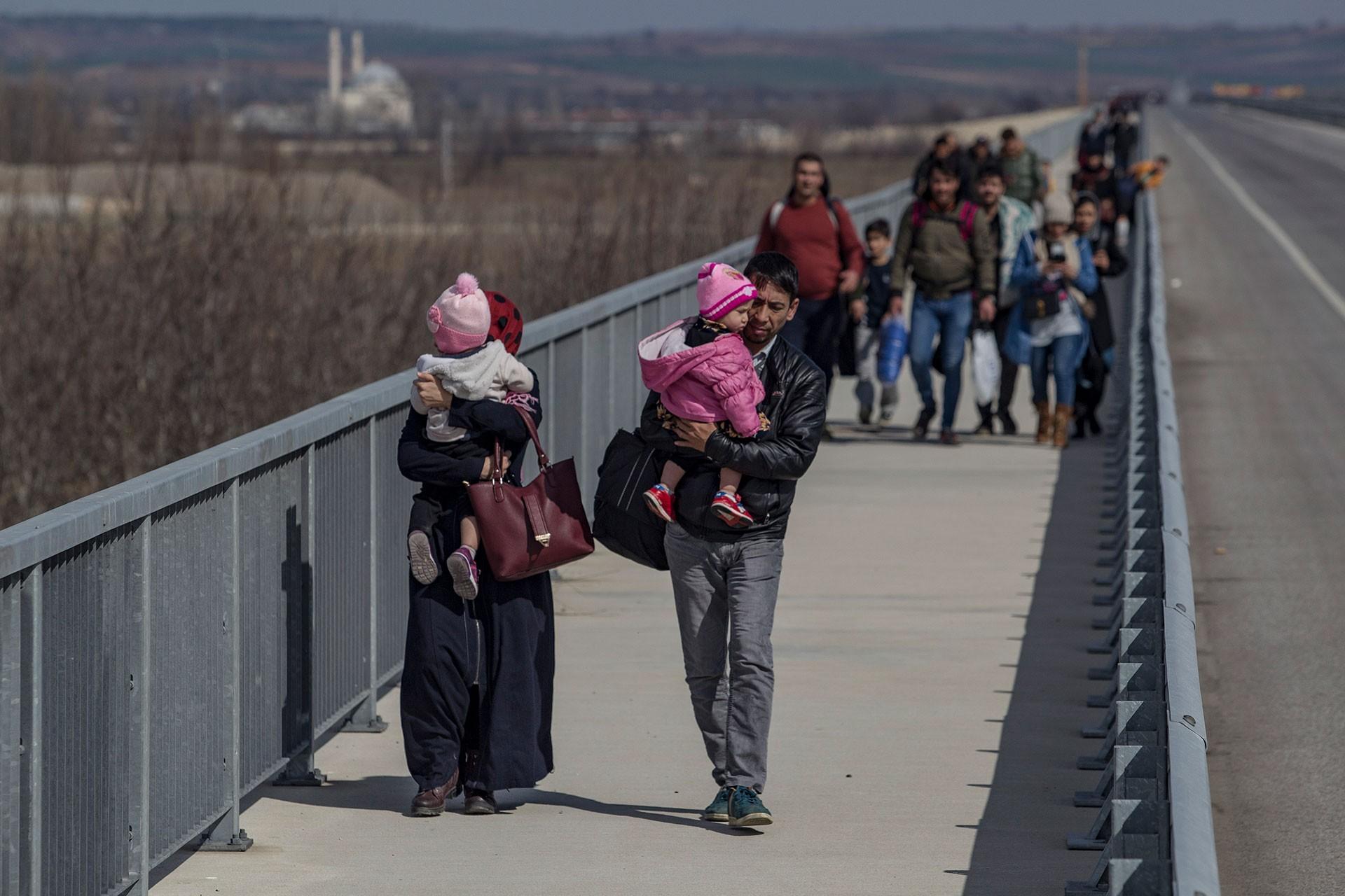 Edirne'de sınıra giden mülteciler