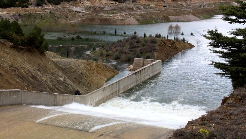 Baraj taştı, tarım arazilerini su bastı