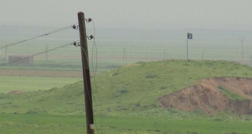 IŞİD, Türkiye sınırına bayrak dikti