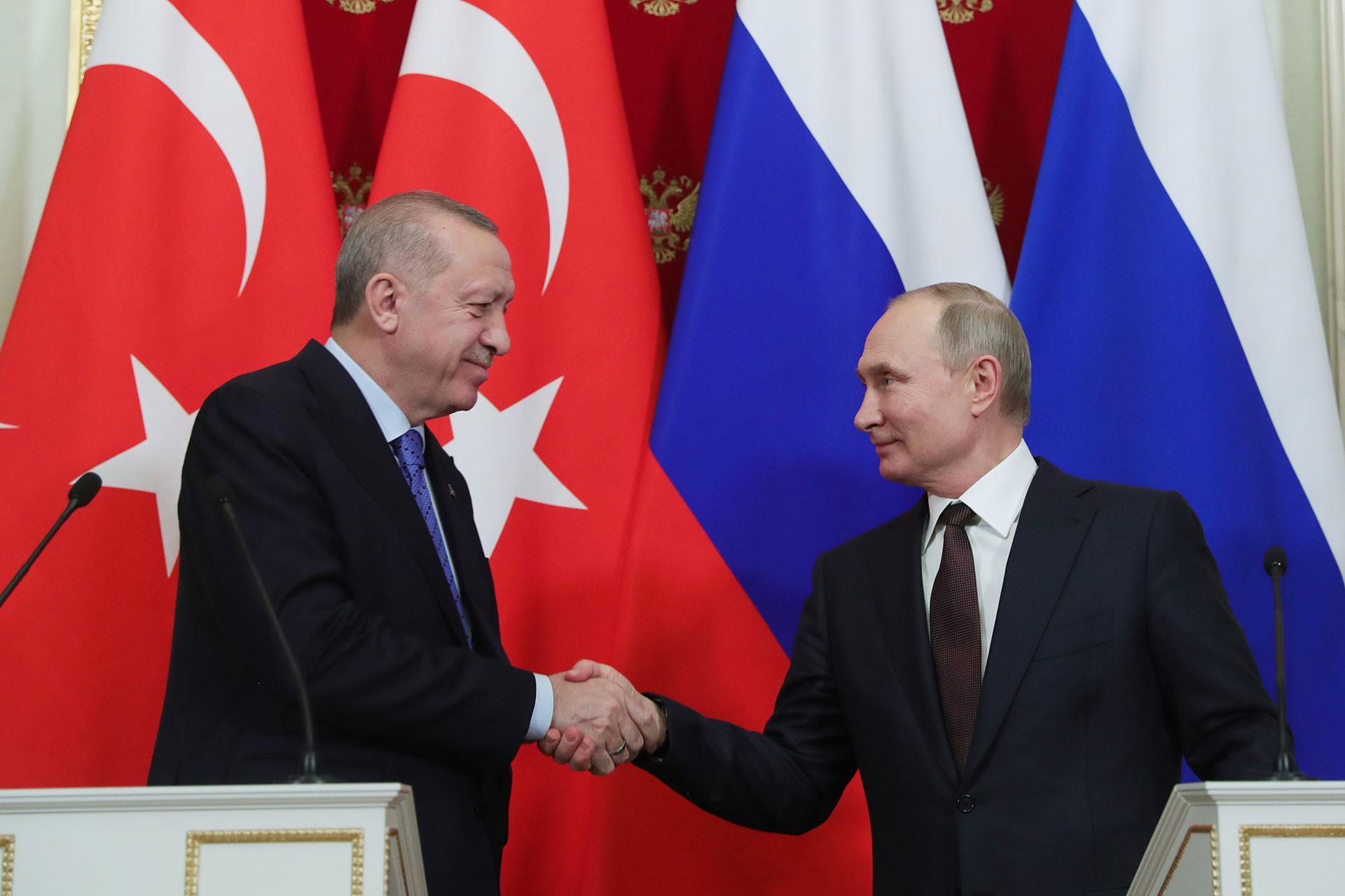 Recep Tayyip Erdoğan (solda) ve Vladimir Putin (sağda)