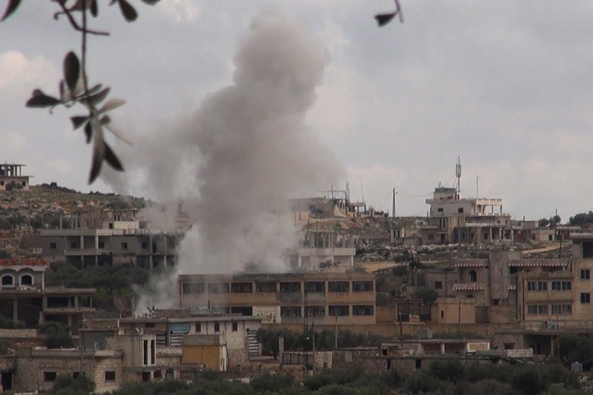Rus uçaklarının bombardımanı sırasında İdlib'den bir kare.