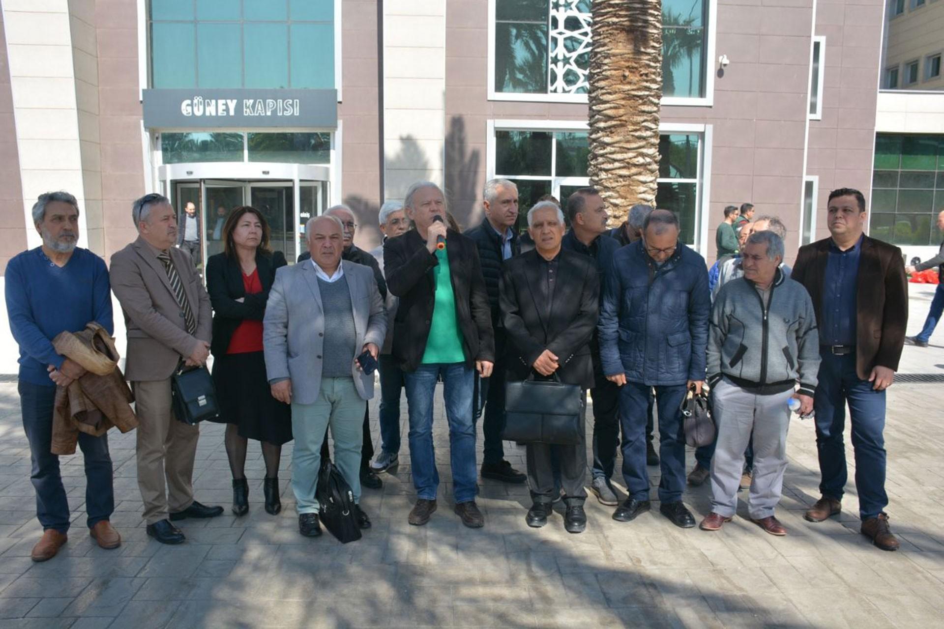 İzmir'de demokratik kitle örgütleri Çeşme ve Urla bölgesinde 12 hektarlık alanın ranta açılmasına karış dava açarak basın açıklaması yaptı