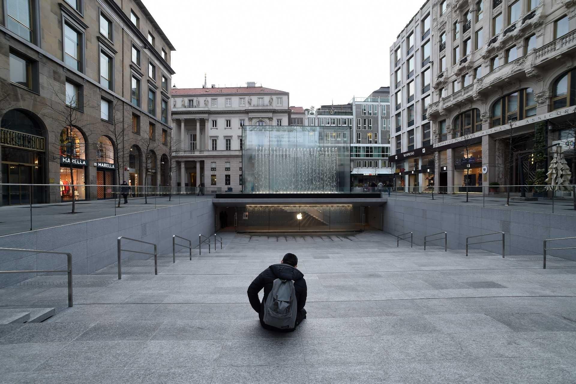 Koronavirüs salgını sebebiyle İtalya'da alınan önlemler sonrasında sokaklar boş kaldı.