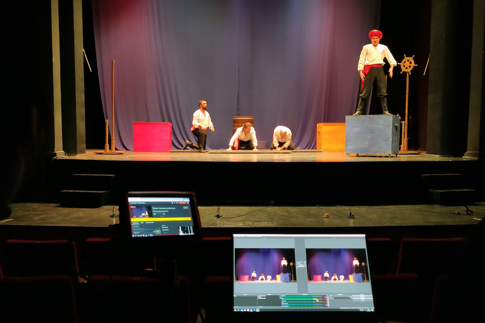 Bursa Büyükşehir Belediyesi Şehir Tiyatrosu, koronavirüs nedeniyle 'Ben Sinbad' adlı oyunu online olarak internet üzerinden yayınladı.