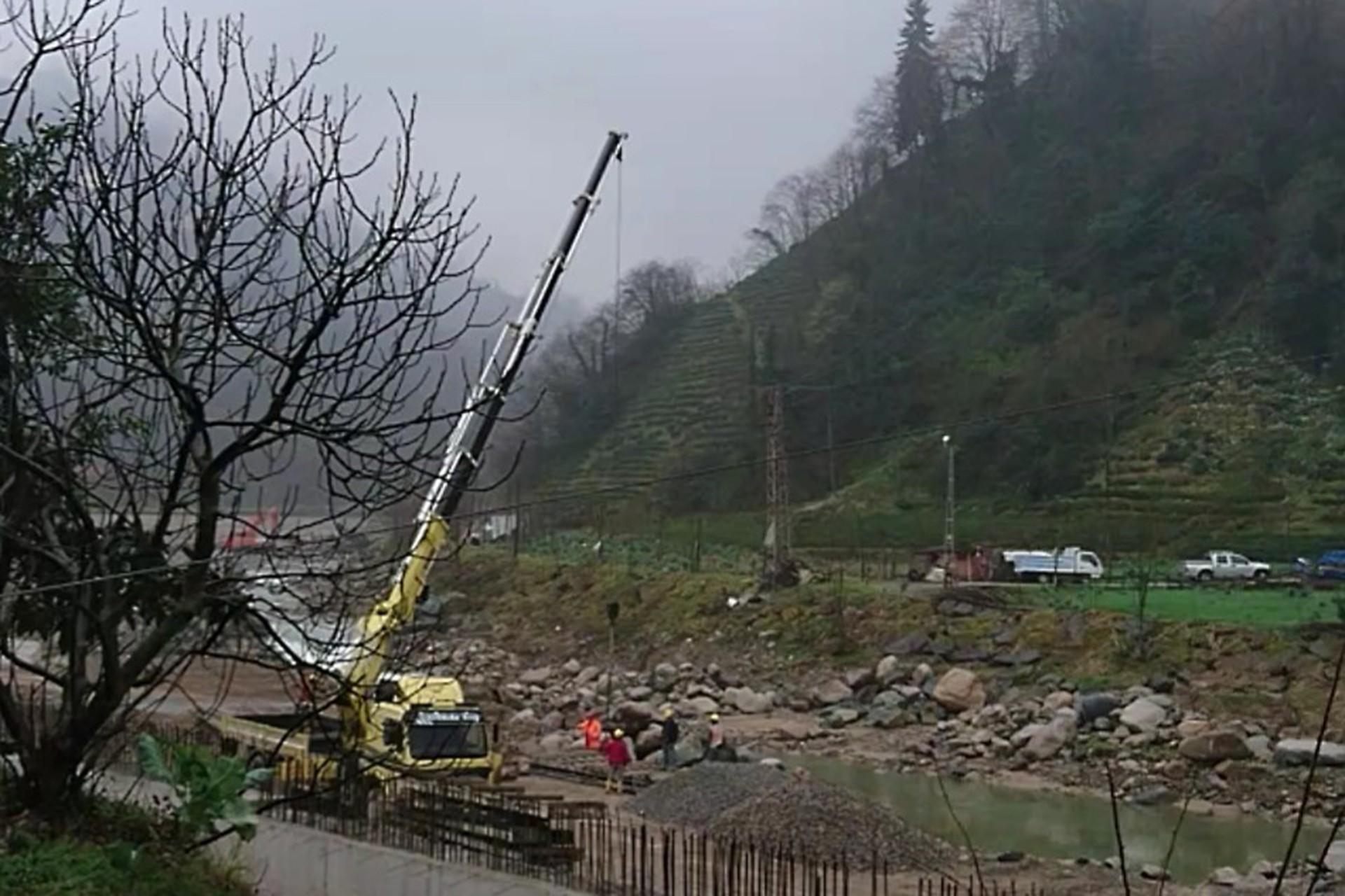Rize Güneysu Gürgen köyünde yurttaşların tepkilerine rağmen HES inşaatı devam ediyor.