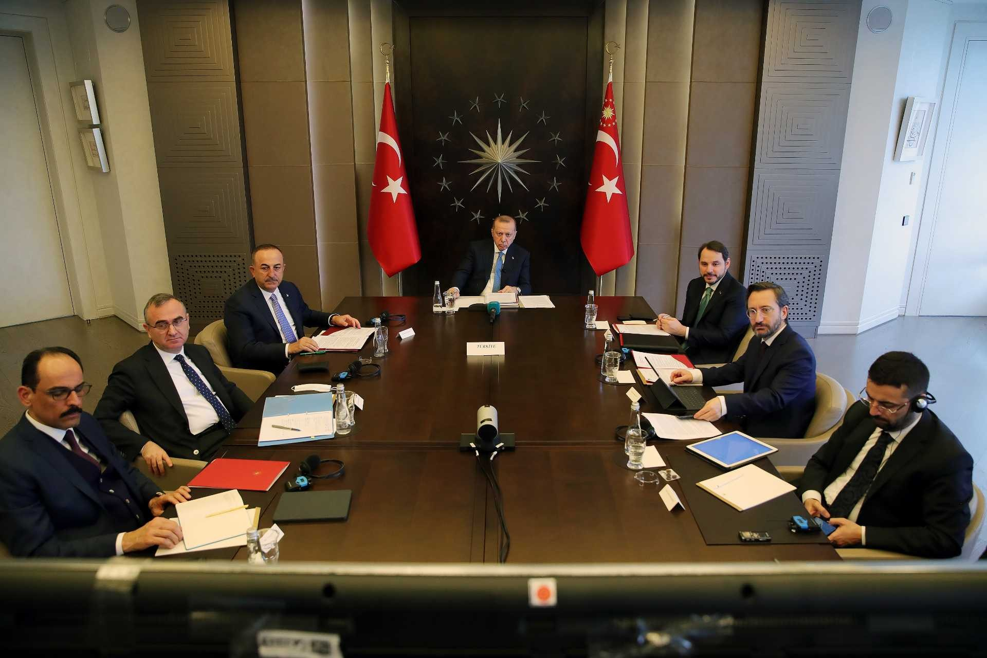 Cumhurbaşkanı Erdoğan, yeni tip koronavirüs (Kovid-19) gündemiyle toplanan G20 Liderler Olağanüstü Zirvesi'ne video konferans yöntemiyle katıldı.