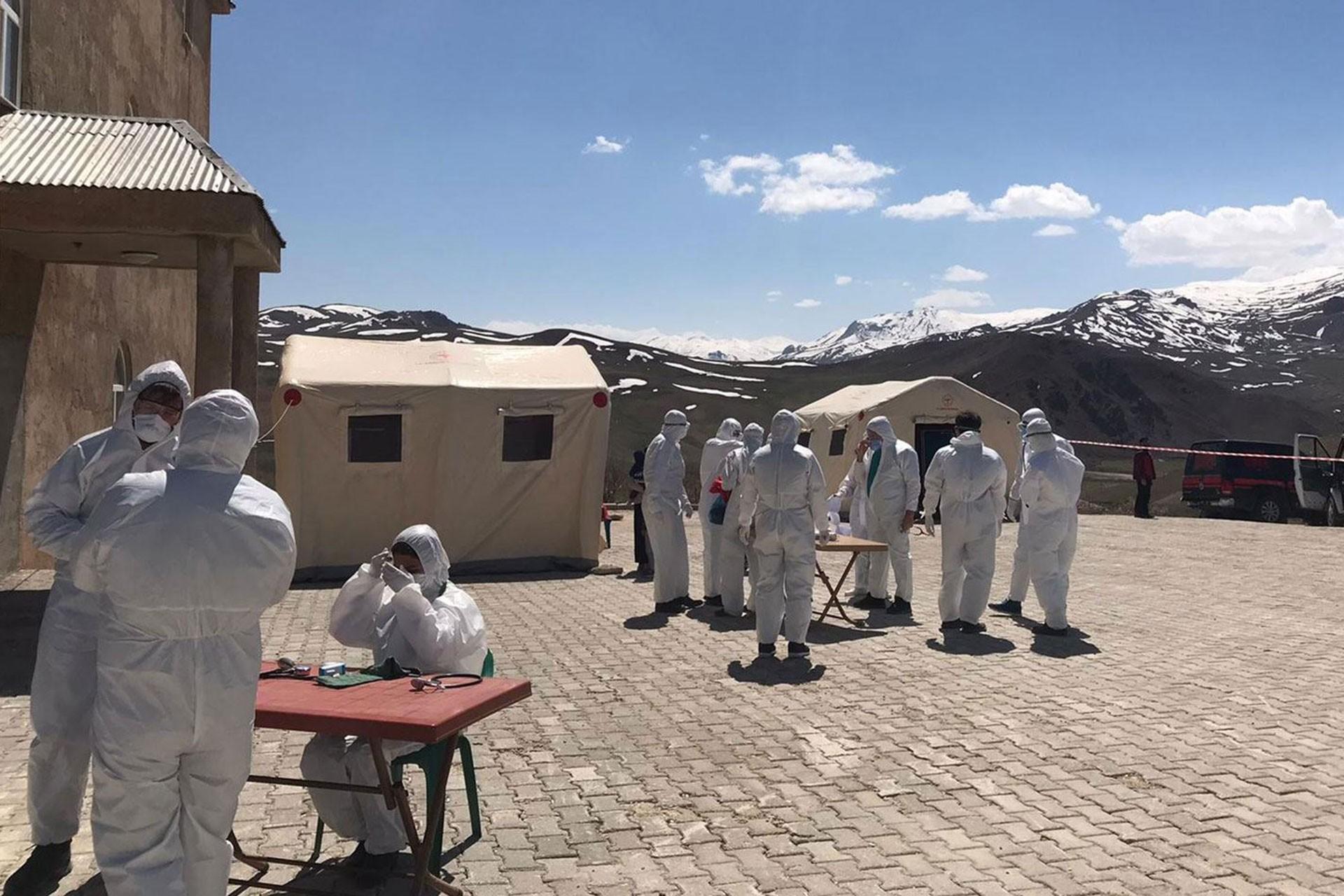 Kovid-19 Kriz Masasında çalışanlar