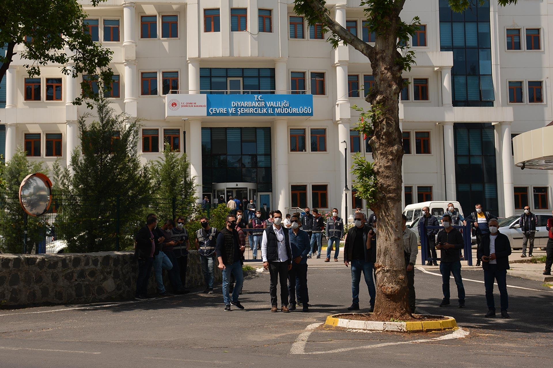 Diyarbakır'da Sur halkı evlerini talep etti, eylem yaptı.