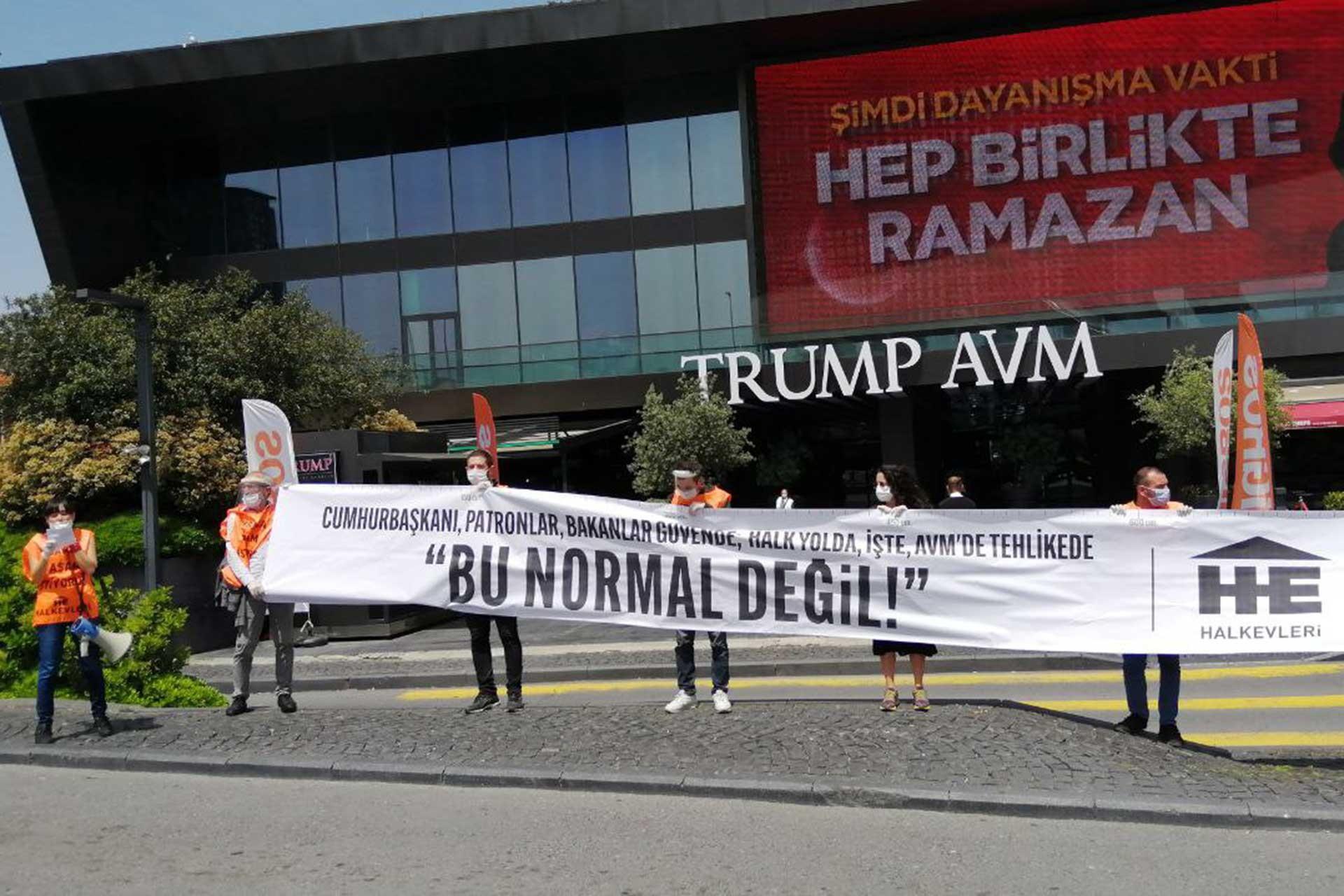 Trump AVM önünde eylem yapan Halkevleri üyeleri