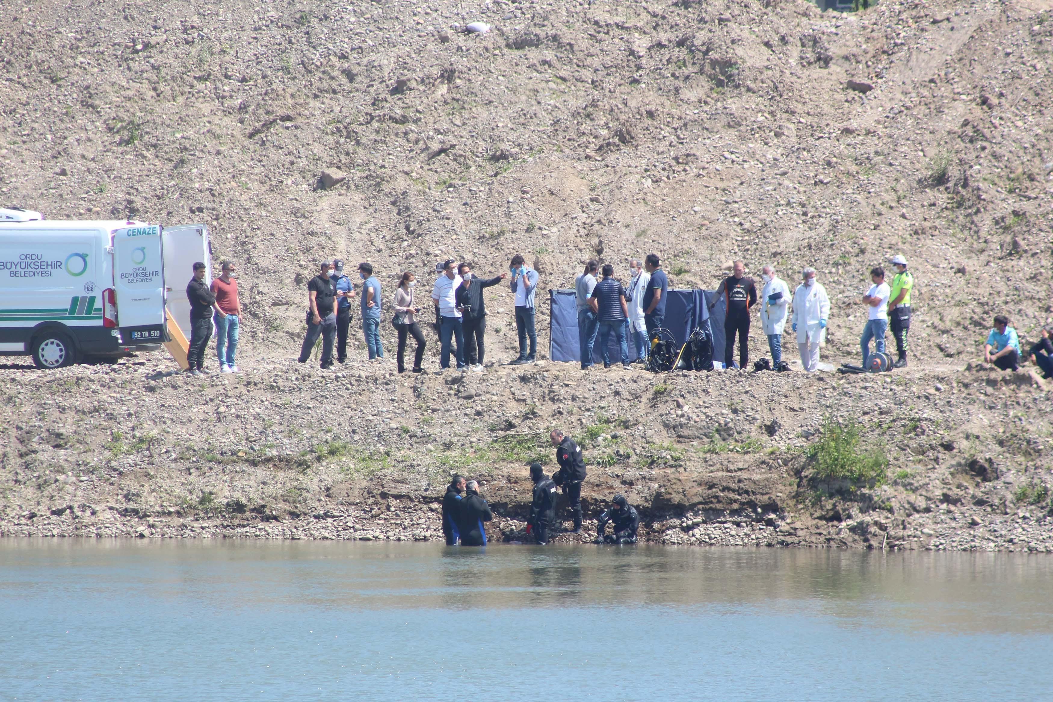 Melet Irmağı'nda arama yapan ekipler