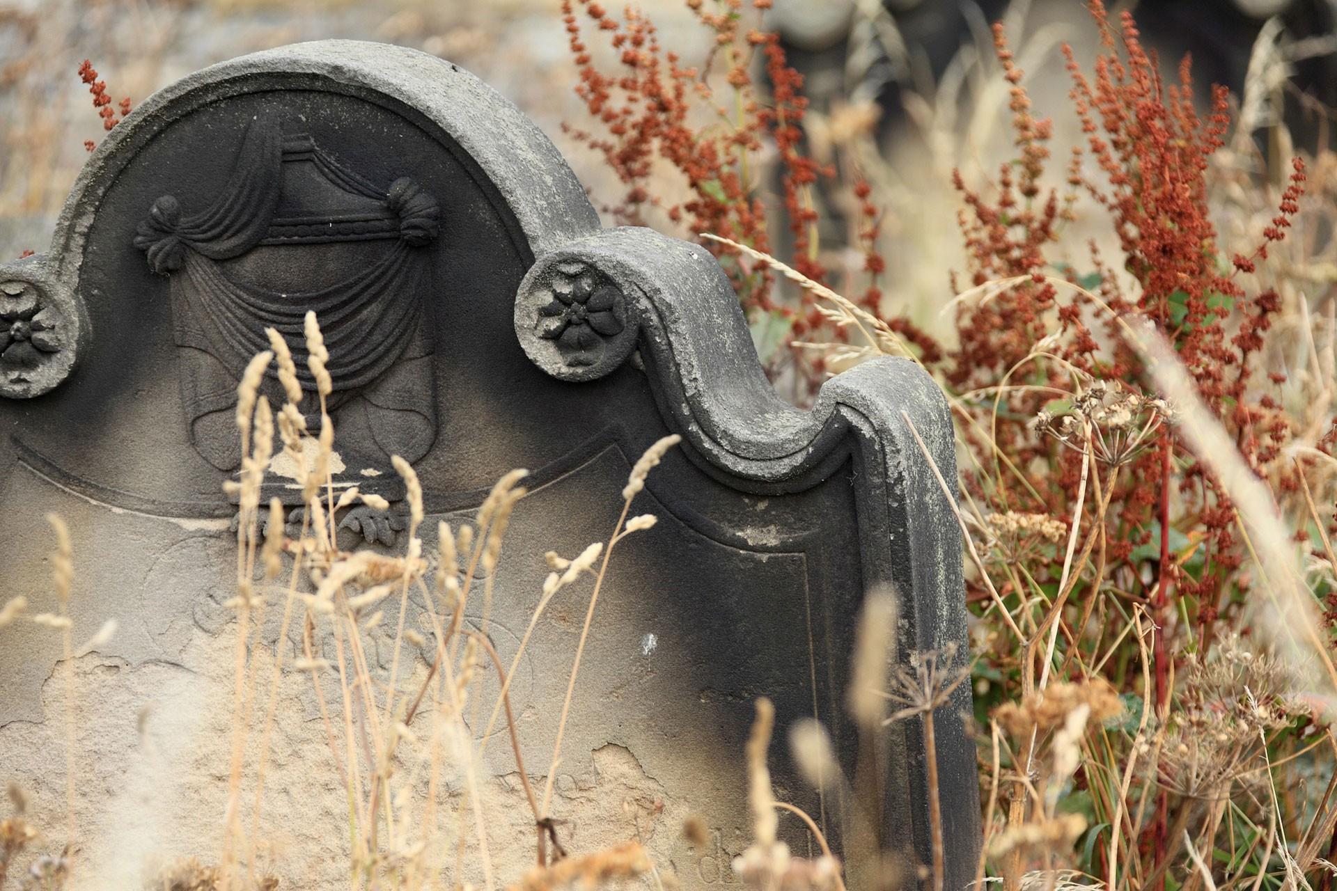 mezar taşı