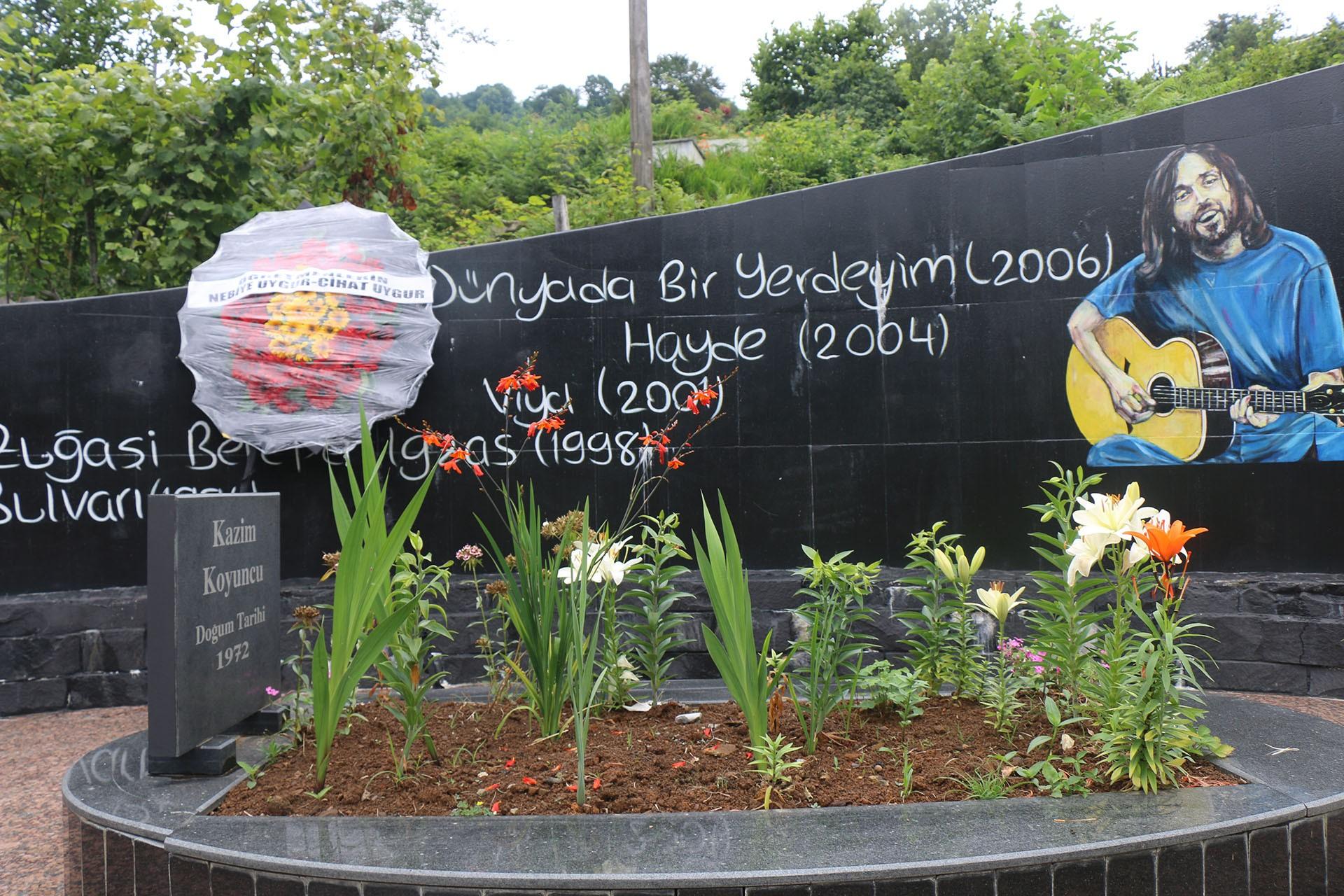 Kazım Koyuncu'nun mezarı