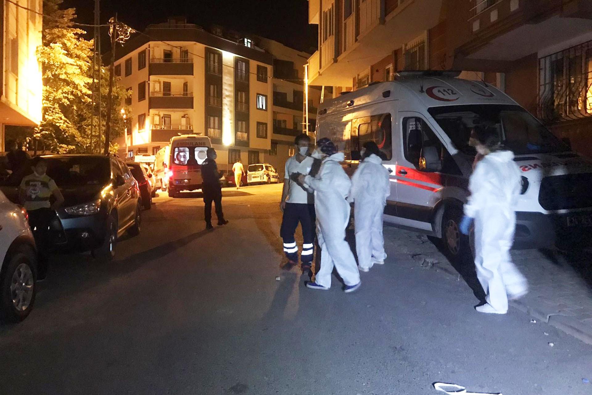 Arnavutköy'de böcek ilacından zehirlenenlere müdahale için gelen ekipler
