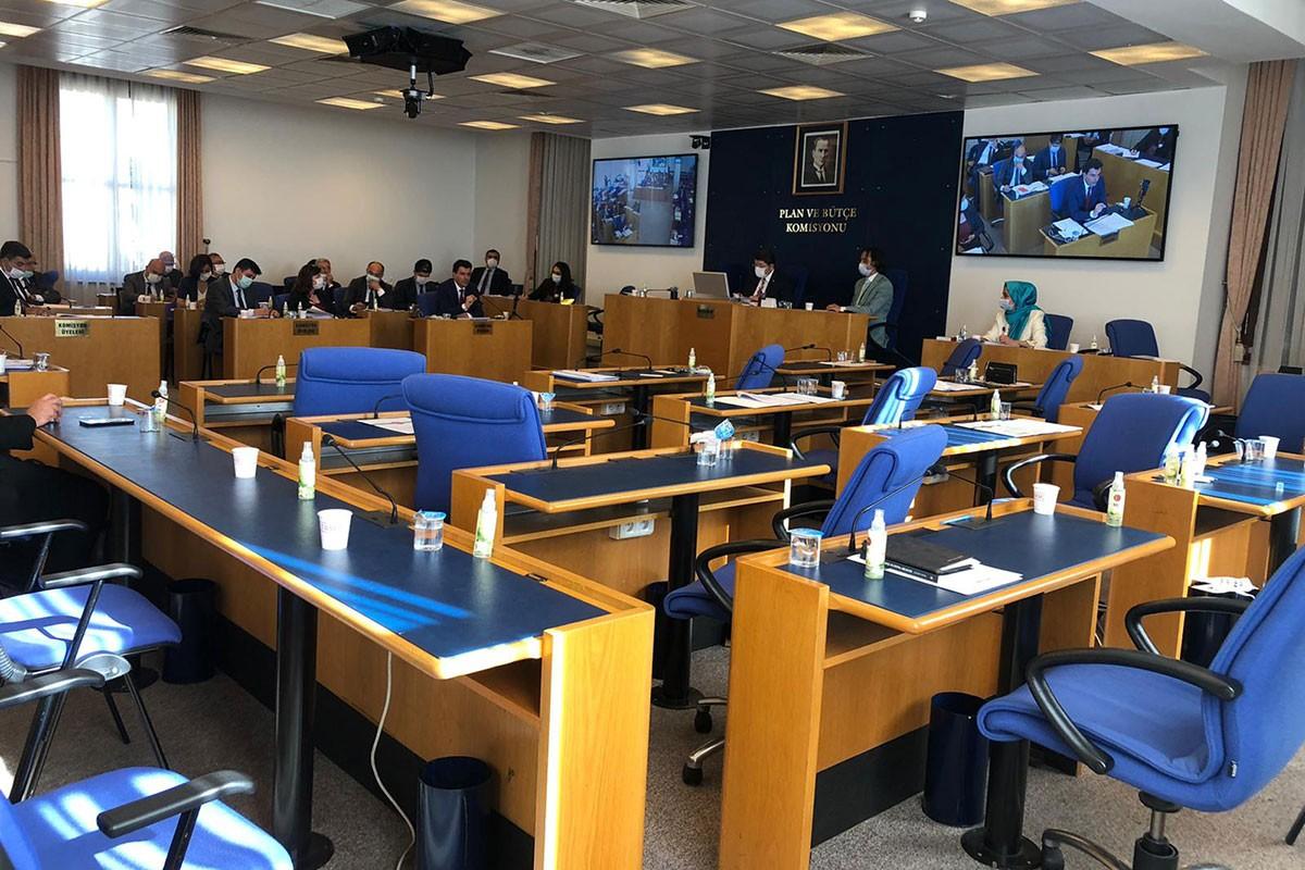Komisyonda boş sandalyeler