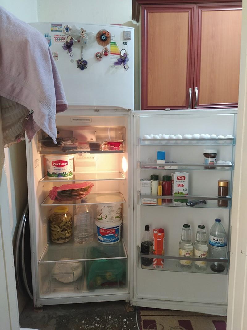 Kapağı açık buzdolabı