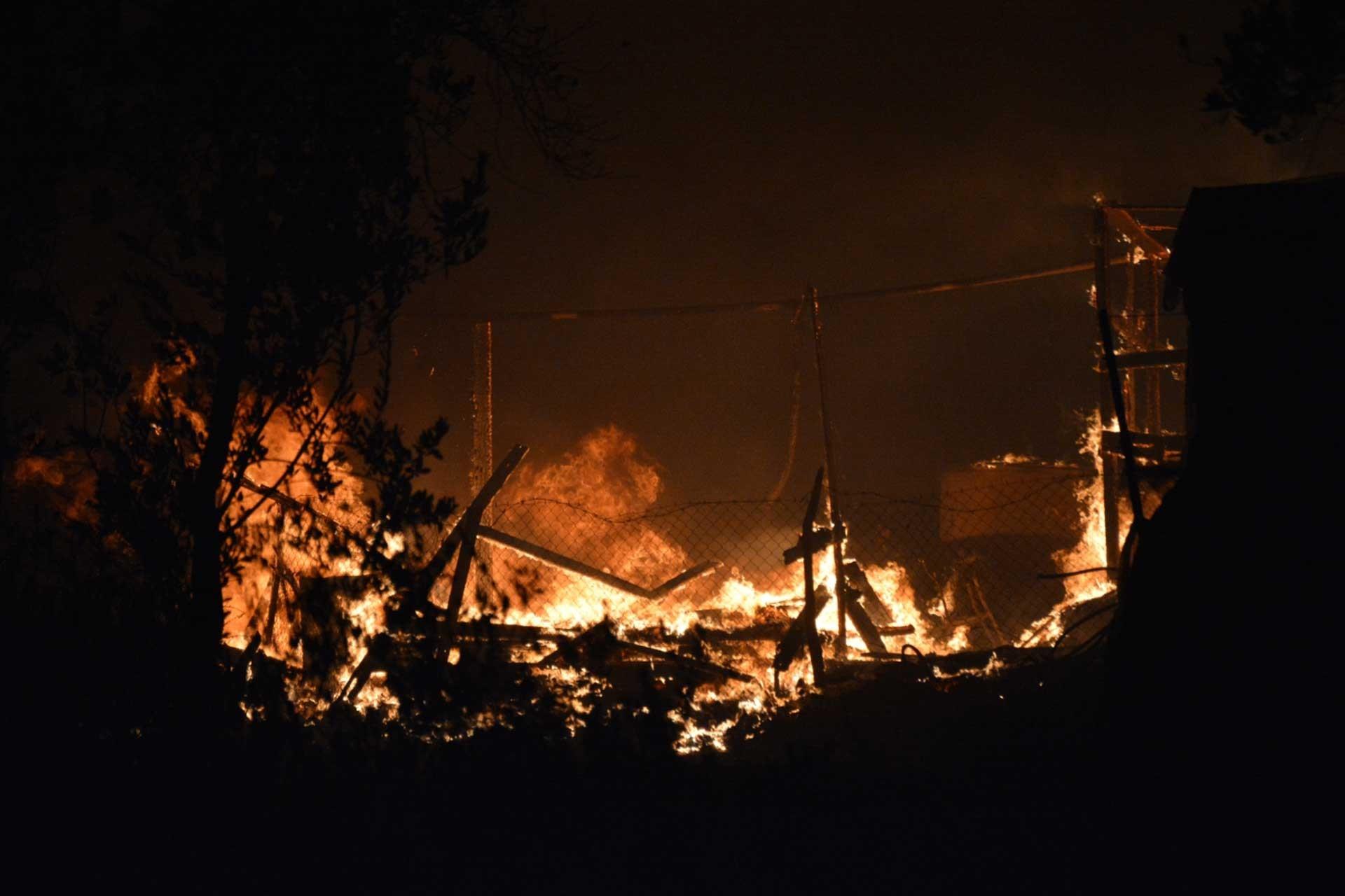 Moria mülteci kampında çıkan yangın