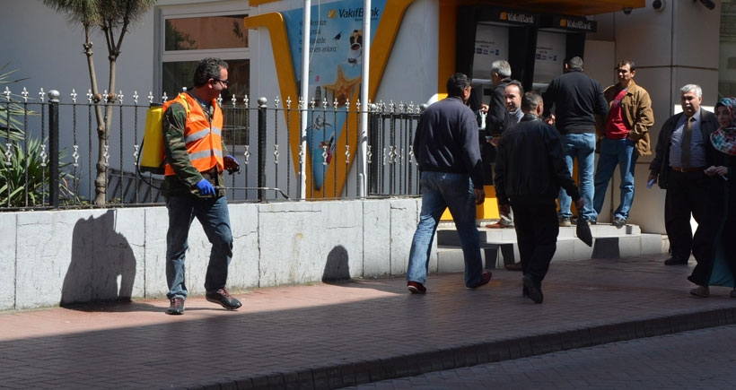 Sinop'ta caddelere gül suyu döküldü
