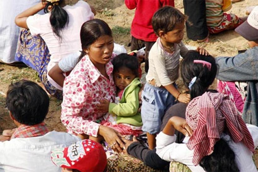 Kamboçya'da binlerce yoksul  evsiz kaldı