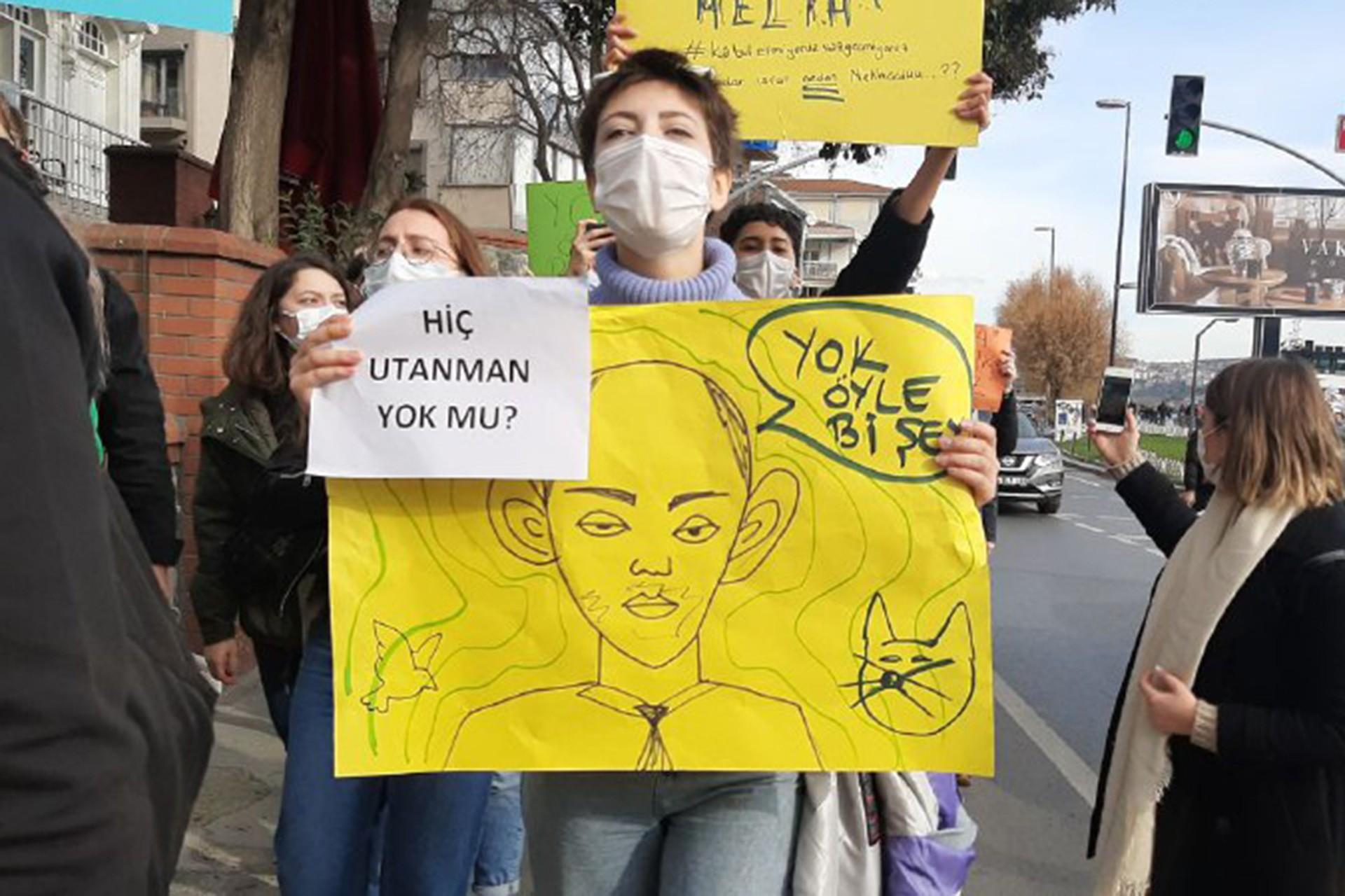 Öğrenciler dövizleri ile Melih Buluyu protesto etti