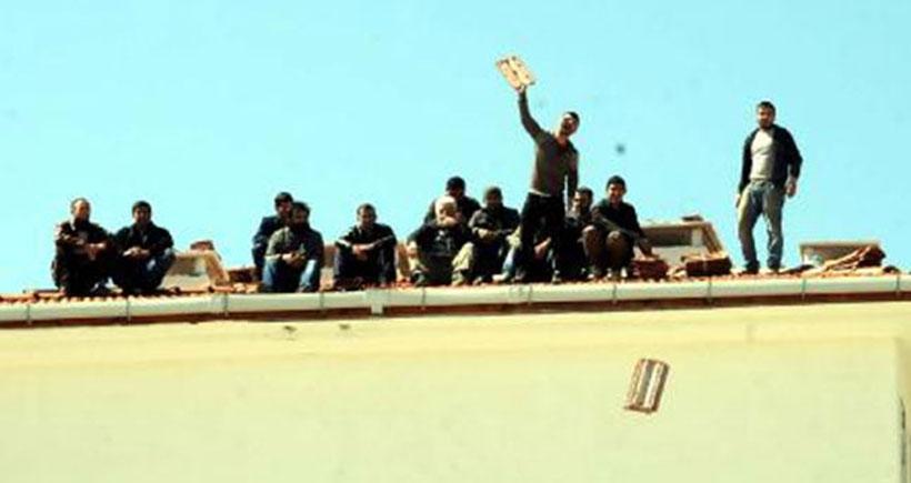 Ücretini alamayan TOKİ işçileri ve esnaf eylem yaptı