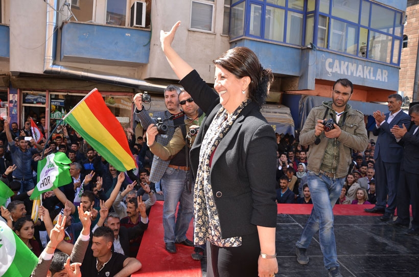 HDP milletvekili adayları halkla buluşmaya devam ediyor