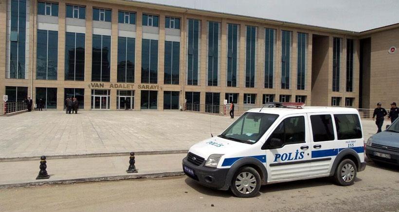 Van'da gözaltındaki polisler adliyeye sevk edildi
