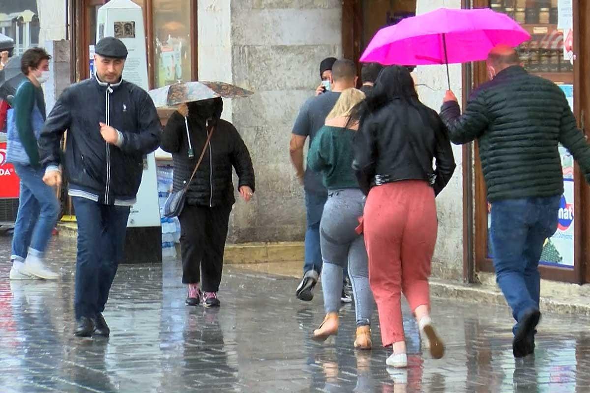 Yağmurdan kaçanlar