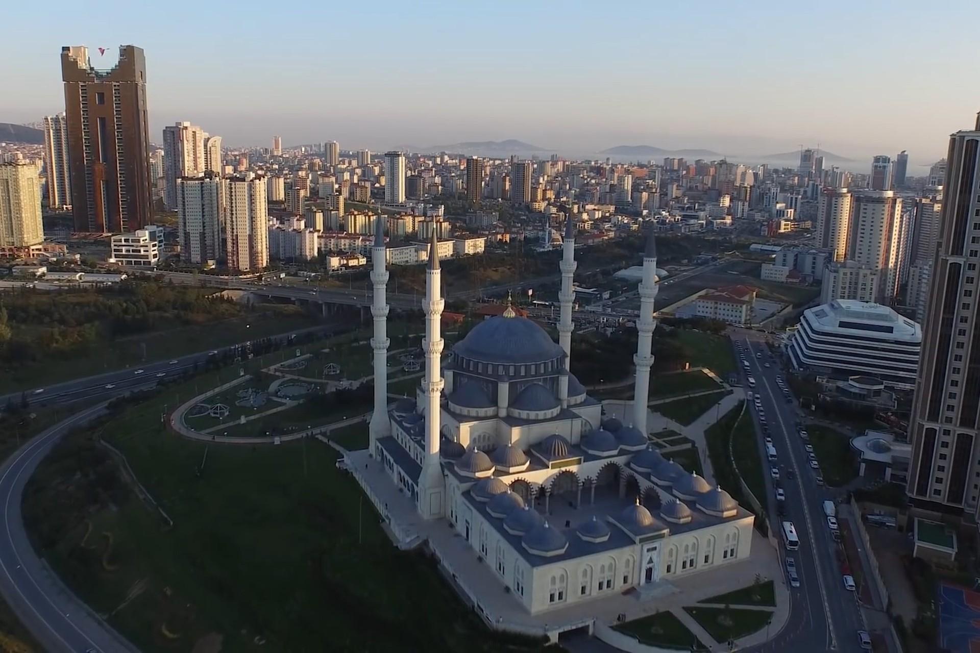 Ataşehir Mimar Sinan Camii'nin havadan görünümü