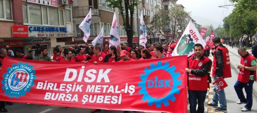 Bursa'da işçiler kent meydanındaydı