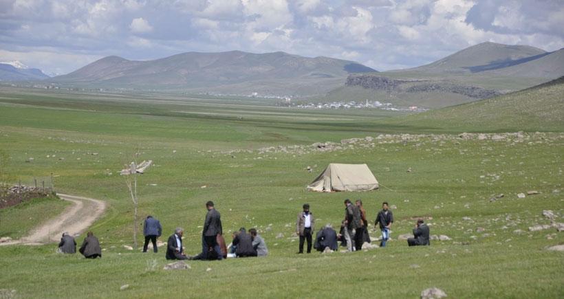 Qertavin Dağı'na çıkan halk, askeri operasyonu engelledi