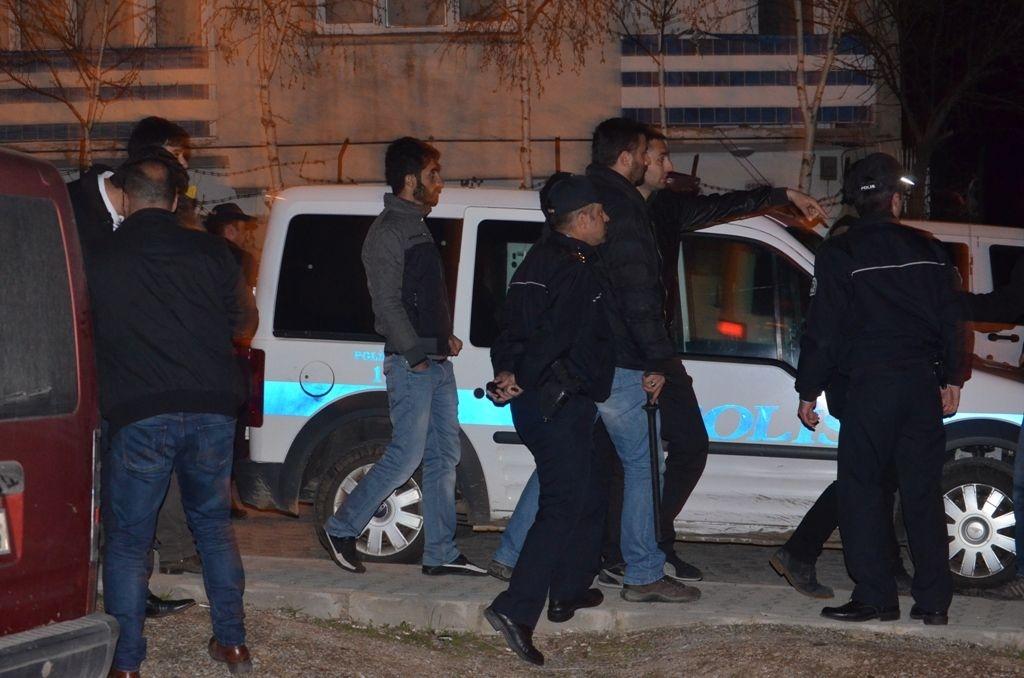 Mahallede HDP bayrağı asanlara ülkücü saldırı